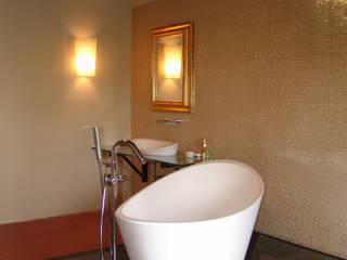 Sala da Bagno: Bagno in stile in stile Eclettico di Archivolando