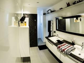 Maison contemporaine Architecte Egrefeuille Carole Salle de bain moderne