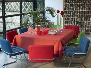 Verrière en aluminium, sol en béton ciré: Salle à manger de style  par Natalie Brun d'Arre