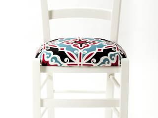 Maiolica Chair: Cucina in stile  di Plinca Home