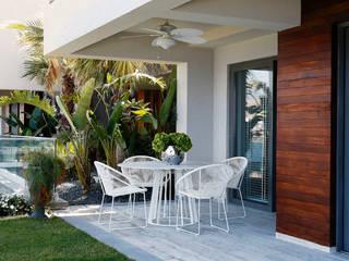 Escapefromsofa Modern balcony, veranda & terrace