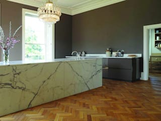 Marble Wetroom and Kitchen Island - Dinder House, Somerset por Stone Age Moderno