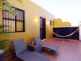 Terraza en planta alta que mira hacia la calle Balcones y terrazas coloniales de Arturo Campos Arquitectos Colonial