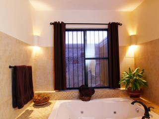 Arturo Campos Arquitectos Colonial style bathroom