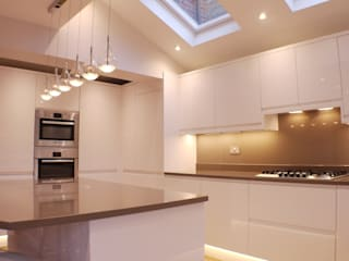 Aylesbury Kitchen Design by Whitehouse Interiors Сучасний