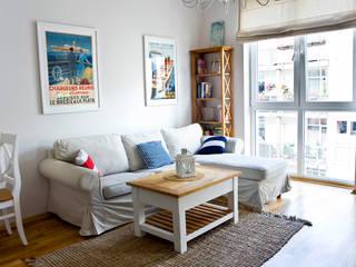 Mieszkanie letnie. Śródziemnomorski salon od Miśkiewicz Design Śródziemnomorski