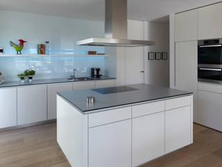 Mehrfamilienhaus_H Moderne Küchen von Fachwerk4   Architekten BDA Modern