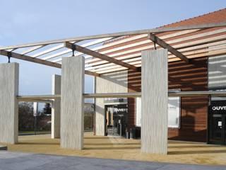 Village Outlet de Lavau: Espaces commerciaux de style  par Fevre et Gaucher Architectes