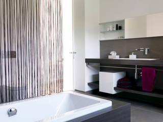 Mehrfamilienhaus_H Moderne Badezimmer von Fachwerk4   Architekten BDA Modern