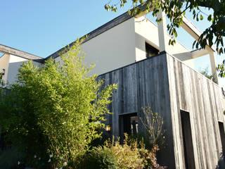 Maison sur les hauteurs Maisons modernes par Agence MOHA Moderne