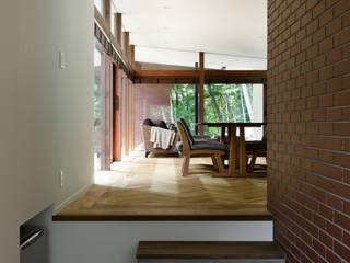 斯堪的納維亞風格的走廊,走廊和樓梯 根據 atelier137 ARCHITECTURAL DESIGN OFFICE 北歐風