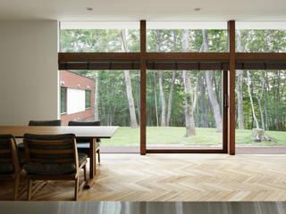 Comedores de estilo clásico de atelier137 ARCHITECTURAL DESIGN OFFICE Clásico Madera Acabado en madera