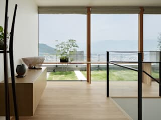 Modern corridor, hallway & stairs by atelier137 ARCHITECTURAL DESIGN OFFICE Modern Glass