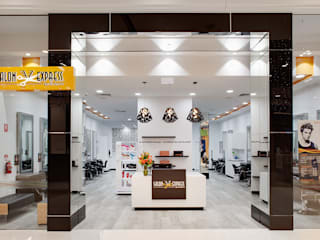 Salon Express 모던 스타일 쇼핑 센터 by Natasha Fowler Design Solutions 모던