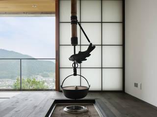 囲炉裏のある和室~甲府 I さんの家 和風デザインの 多目的室 の atelier137 ARCHITECTURAL DESIGN OFFICE 和風 木 木目調