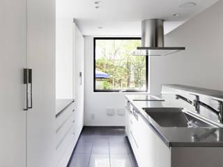 現代廚房設計點子、靈感&圖片 根據 atelier137 ARCHITECTURAL DESIGN OFFICE 現代風 MDF
