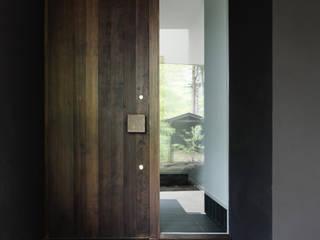 玄関~軽井沢Cさんの家 クラシカルスタイルの 玄関&廊下&階段 の atelier137 ARCHITECTURAL DESIGN OFFICE クラシック 木 木目調
