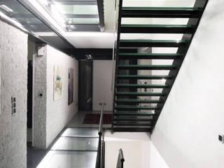Modern corridor, hallway & stairs by Architekturbüro Sahle Modern