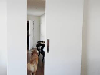 Remodelação de Apartamento em Aveiro Corredores, halls e escadas modernos por GAAPE - ARQUITECTURA, PLANEAMENTO E ENGENHARIA, LDA Moderno