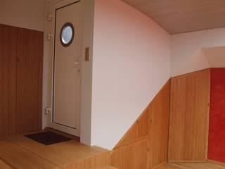 Entrée: Couloir et hall d'entrée de style  par Ulrik Nolland