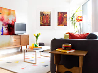 Hampstead Heath Apartment:  Living room by Bhavin Taylor Design