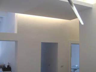 Studio di architettura: Complessi per uffici in stile  di forma (b) architetti,