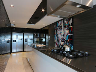 ZAAV Arquitetura ミニマルデザインの キッチン