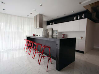 minimalistic Kitchen by ZAAV Arquitetura