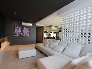 ZAAV-Apartamento-Interiores-1322: Salas multimídia  por ZAAV Arquitetura
