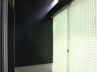 マルコビッチな家: SASAKI YOSHIKI ARCHITECTS STUDIOが手掛けた窓です。