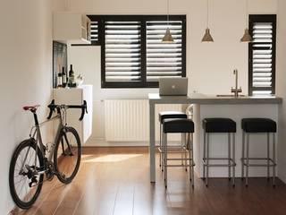 Shutters op maat Moderne keukens van Inhuisplaza b.v. Modern