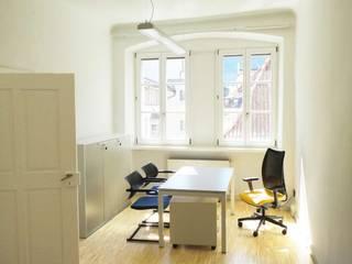 Studio_2: Complessi per uffici in stile  di Arch. Tommaso Rossi