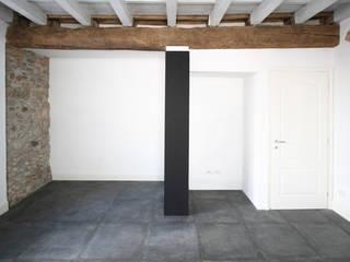 CASA C.DC: Camera da letto in stile in stile Minimalista di luca terraneo architetto