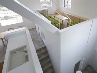 内観-キッチンから全体を見る: アソトシヒロデザインオフィス/Toshihiro ASO Design Officeが手掛けたリビングです。
