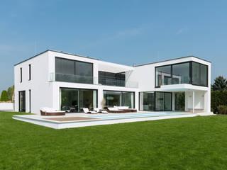 Ansicht Gartenseite: moderne Häuser von SOHOarchitekten
