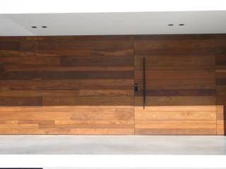 ミニマルスタイルな 壁&床 の ZAAV Arquitetura ミニマル
