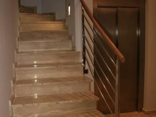 Vivienda unifamiliar para Fina Pasillos, vestíbulos y escaleras de estilo moderno de Mireia Cid Moderno