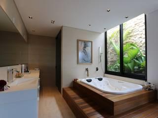 Baños de estilo  por ZAAV Arquitetura, Minimalista