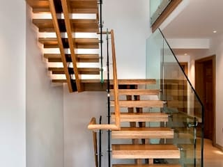Churt Surrey: modern  by Smet UK - Staircases, Modern