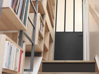 Projekty,  Korytarz, hol i schody zaprojektowane przez Yeme + Saunier