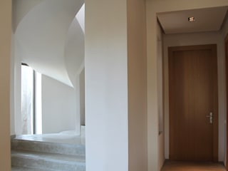 *cage d'escalier: Couloir et hall d'entrée de style  par 180°