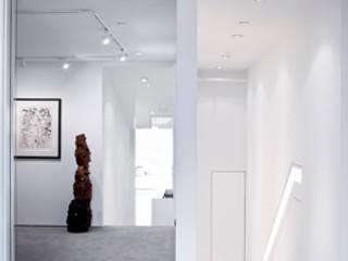 Centros de exhibiciones de estilo  por studioMDA, Minimalista