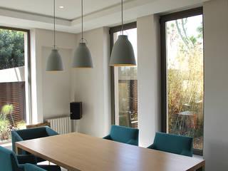 *salle à manger: Salle à manger de style  par 180°