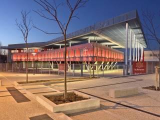 Le bâtiment d'accueil du Lycée Léonard de Vinci à Montpellier Ecoles modernes par Hellin Sebbag architectes associés Moderne