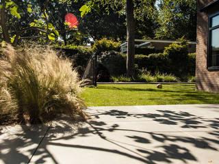 Een villatuin voor levensgenieters Moderne tuinen van Studio REDD exclusieve tuinen Modern