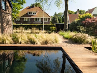 Piscina in stile in stile Moderno di Studio REDD exclusieve tuinen