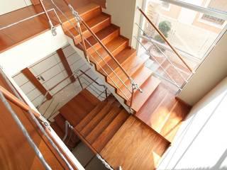 MUDEYBA S.L. Corridor, hallway & stairsStairs
