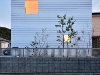 บ้านและที่อยู่อาศัย โดย 石躍健志建築設計事務所,