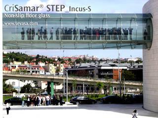 CriSamarSTEP_Incus-S. Nonslip floor glass: Museos de estilo  de SEVASA