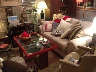 Casa de Abastos: Oficinas y Tiendas de estilo  de MUEBLES DE LA GRANJA
